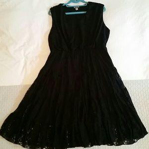 Black Lace Dress (V-neck)